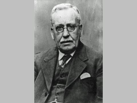 Alfred E Pitstow